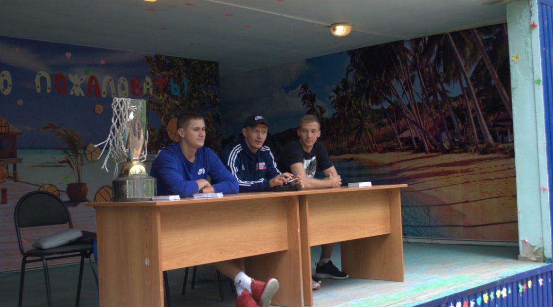 Обладатели Кубка России по баскетболу встретились с юными спортсменами из Томска